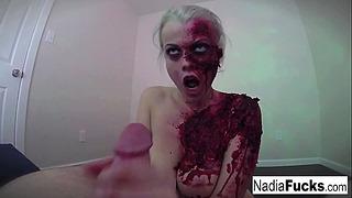 Geil Zombie Erhält ihre Füllung von Dick und Sperma